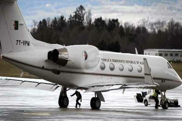 هواپیمای حامل بوتفلیقه در فرودگاه بوفاریک الجزایر بر زمین نشست