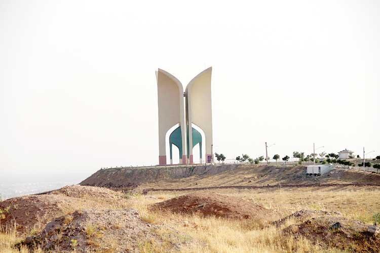 باغ موزه شهدای قزوین در نیمه راه