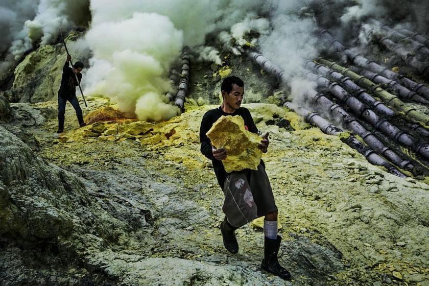 آتشفشان فعال ایجن اندونزی، منبع طلایی گوگرد