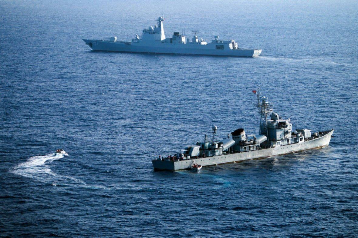 رزمایش چین در آب های مورد مناقشه با ویتنام ، تجمع معترضان در مقابل سفارت چین در هانوی ، پکن: ورود کشتی ها به منطقه رزمایش تا سه روز ممنوع است
