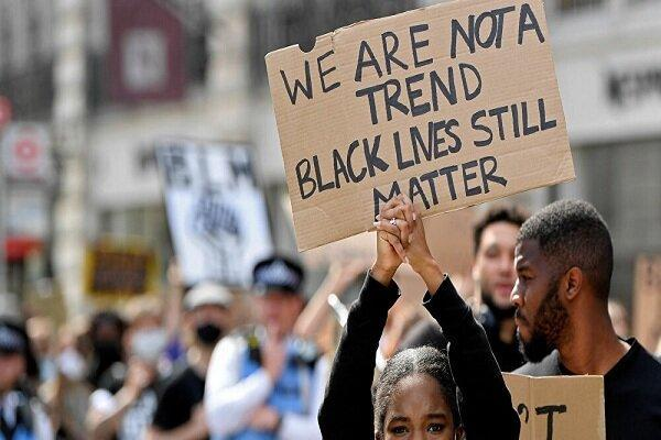 تظاهرات ضدنژادپرستی لندنی ها مقابل سفارت آمریکا