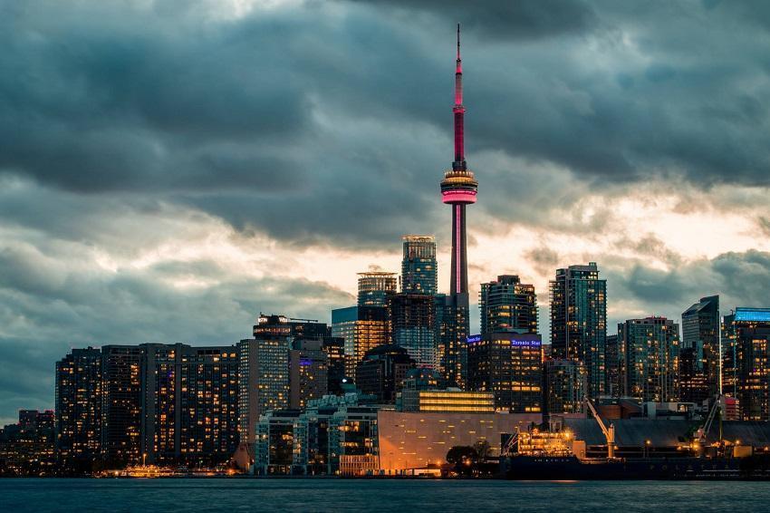با وجود بهبود آمار،شمار معاملات مسکن کانادا در ماه گذشته 40 درصد نسبت به سال قبل کمتر شد