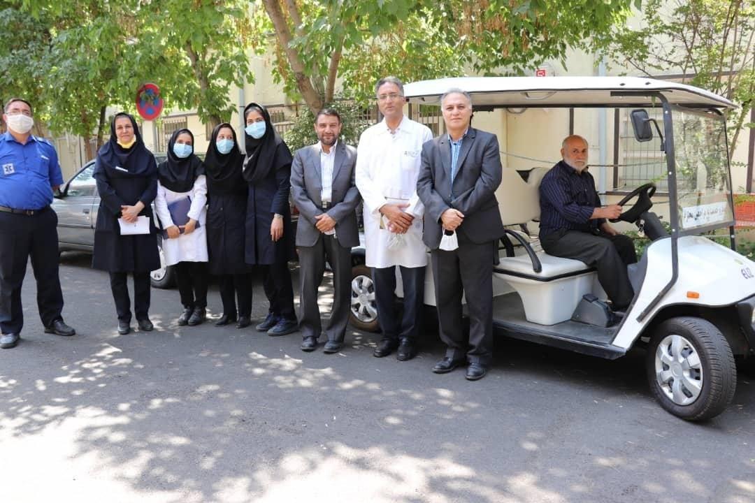 رونمایی از خودروی برقی برای خدمت به بیماران بیمارستان بوعلی دانشگاه آزاد اسلامی