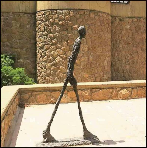 مجسمه های عجیب و غریب در قلب پایتخت