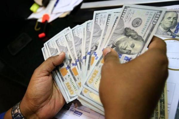 دلار آمریکا عقب رفت