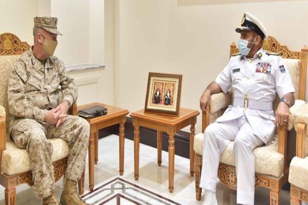 فرمانده تروریست های سنتکام با مقام نظامی عمان ملاقات کرد