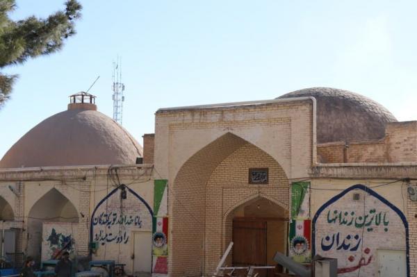 برچیده شدن دیوارهای پیرامونی کاروانسرای شاه عباسی سمنان در آستانه توافق نهایی