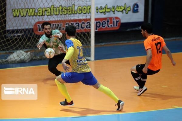خبرنگاران صدرنشینی سن ایچ ساوه و شکست مدافع عنوان قهرمانی در لیگ برتر فوتسال