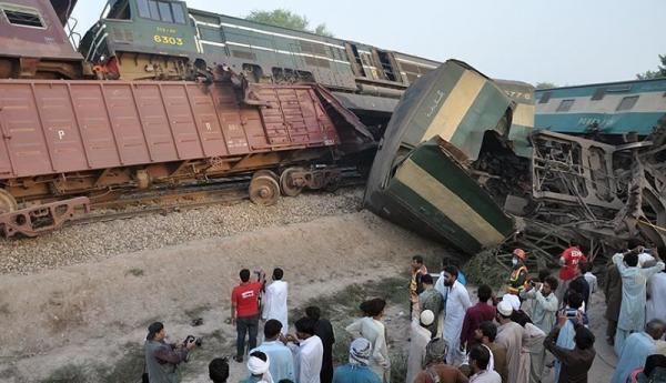80 کشته و زخمی بر اثر تصادف قطار در پاکستان